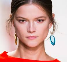 mismatched earrings trend the fashion trend for 2015 mismatched earrings