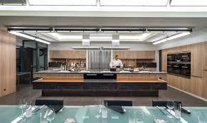 perene cuisines école de cuisine alain ducasse conçue par perene cuisinesurmesure