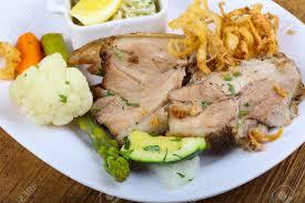 cuisine tcheque cuisine tchèque porc rôti aux asperges et légumes banque d images