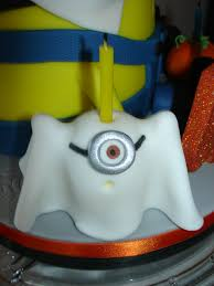 halloween birthday candles halloween minion shape fondant cake cakecentral com