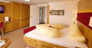 Schlafzimmer Zirbenholz Preis Familiensuite