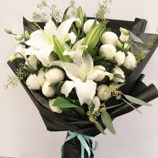 lilies flowers singapore lilies flowers cakes gifts in sgd