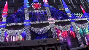 saks fifth avenue lights 2017 saks fifth avenue holiday light show youtube