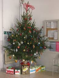 under the tree sotto l u0027albero carolling in europe an online