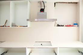 pose d une hotte de cuisine attractive design pose d une hotte decorative installer de la