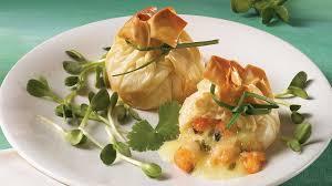 cuisiner des crevettes baluchons de crevettes et de brie recettes iga pâte phyllo