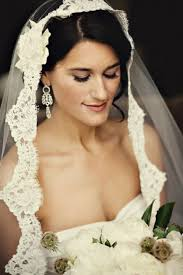 5 ways and 40 exles to wear a fabulous mantilla veil