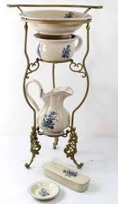 pot de chambre antique set de toilette style nouveau porte savon pot de chambre en