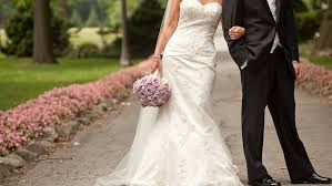 rental wedding dresses what does it cost to rent a wedding dress angie s list