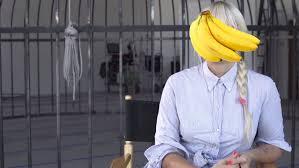 Sia Video Chandelier by Watch Banana Face Sia Explain Her U0027elastic Heart U0027 Video Music Feeds