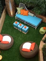 Townhouse Backyard Design Ideas Ample Seating On Astroturf Townhouse Backyard Getaway
