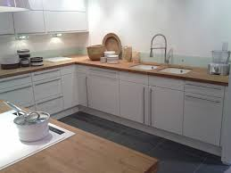 cuisine blanche et plan de travail bois cuisine blanche plan de travail bois galerie et cuisine blanche