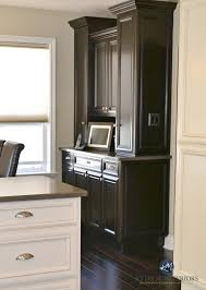 benjamin moore grant beige with cream and espresso cabinets and