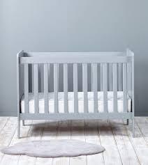 quand faire dormir bébé dans sa chambre où faire dormir bébé pour les premières nuits les louves