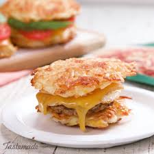 recette de cuisine all this hash bun sandwich is stacked with all your breakfast favorites