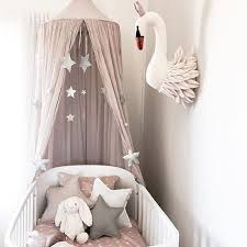 marque chambre bébé decoration chambre de bébé marque numéro 74 coussin étoiles gris