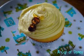 bumble bee cupcakes recipe lemon bumblebee cupcakes disneyland resort a cup of charming