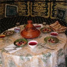apprendre a cuisiner marocain cours de cuisine dans une famille berbère maroc aliore
