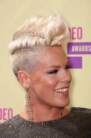 pinks current hairstyle best 25 singer pink ideas on pinterest pink singer hair singer