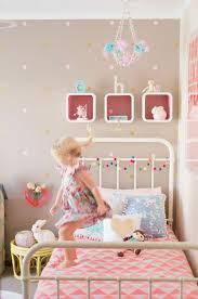wandgestaltung mädchenzimmer die besten 25 wandfarbe kinderzimmer ideen auf
