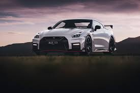 nissan gtr nismo 2018 2017 nissan gt r nismo quick review