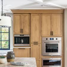 modern country kitchen with oak cabinets 10 kitchen paint colors that work with oak cabinets