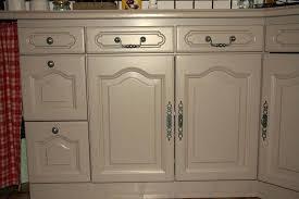 repeindre ses meubles de cuisine repeindre meuble rustique awesome cuisine repeint en gris meubles