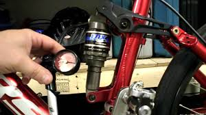adjusting rear air shock on a mountain bike fox float r example