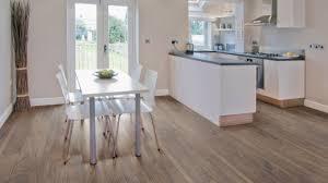 laminat in der küche moderner laminatboden 130 schöne beispiele archzine net