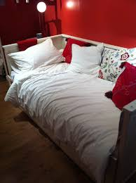 interactive small red bedroom design and decoration using red