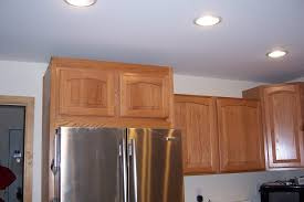 crown molding for kitchen cabinet tops 8ft ceiling 70s ranch home no crown molding cabinets pinterest