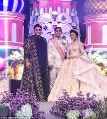 Wedding Dress Sub Indonesia Indonesian Bride U0027s Wedding Gown Sparks Social Media Frenzy Daily