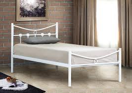 fer forgé chambre coucher épinglé par nilmex sur chambre à coucher complète armoires commode