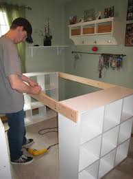 planche de bureau ikea il assemble 3 étagères ikea avec de la planche pour épouse le