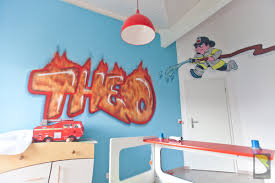 deco chambre pompier chambre de thao en feu baro graffiti collection avec chambre enfant