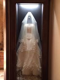 display wedding dress 30 ways to display your wedding dress and accessories happywedd com