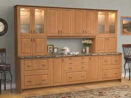 are golden oak cabinets coming back in style visby golden oak klëarvūe cabinetry
