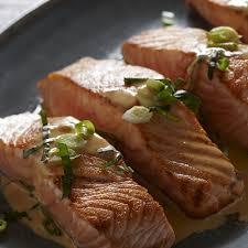 cuisiner du saumon au four saumon à la crème sure parfumée à l aneth châtelaine