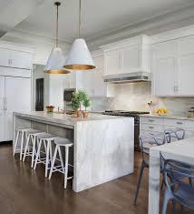 railcar modern american kitchen cozinha com ilha em mármore programa irmãos à obra property
