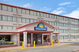Hotels Near Six Flags Great Adventure Jackson Nj Days Hotel Conference Center East Brunswick East Brunswick
