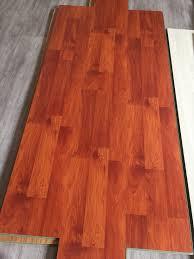 8 3mm ac3 hdf laminated wood flooring 8mm oak wood grain laminate 8 3mm ac3 hdf laminated wood flooring 8mm oak wood grain laminate flooring hdf coreboard white or green color 860kg m3