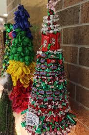 photos students make christmas trees at chesapeake high