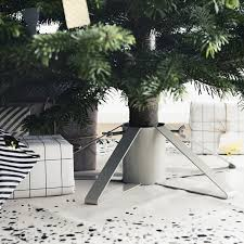 christmas tree stands 6 best christmas tree stands of 2014 remodelista