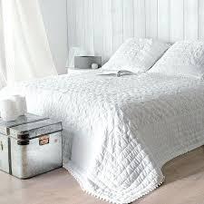 boutis canapé jete de canape blanc boutis plaid ou jetac de canapac couvre lit