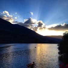 una bella veduta del lago di scanno al tramonto foto mirka