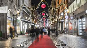 busy shopping street with christmas decorations time lapse people