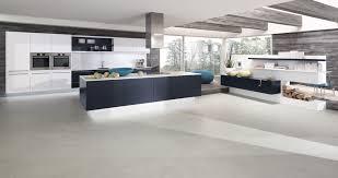 cuisine blanche ouverte sur salon cuisine ouverte sur salon surface 13 cuisine grise et