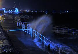 hundreds turn out to watch late night high tide on esplanade