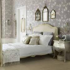vintage henredon bedroom furniture red blanket on the laminate