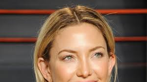 kate hudson u0027s hairstyle evolution from beachy waves to a blonde